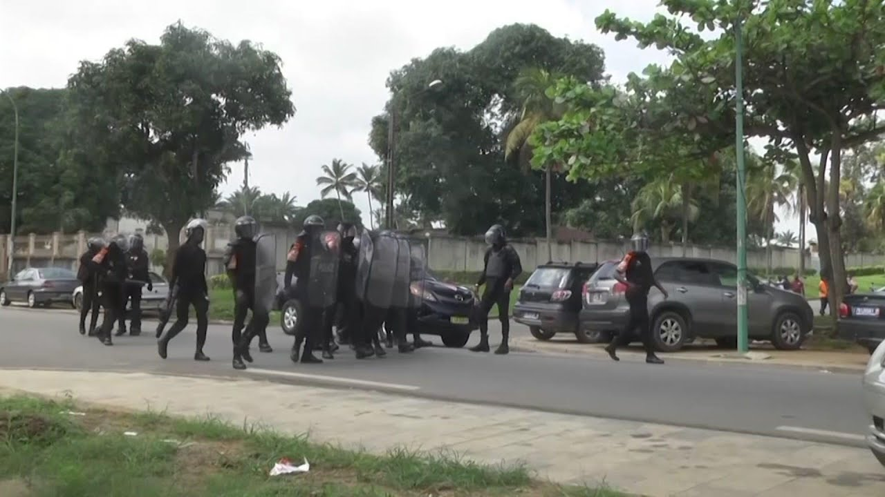 Protesters dispersed with tear gas in Ivory Coast