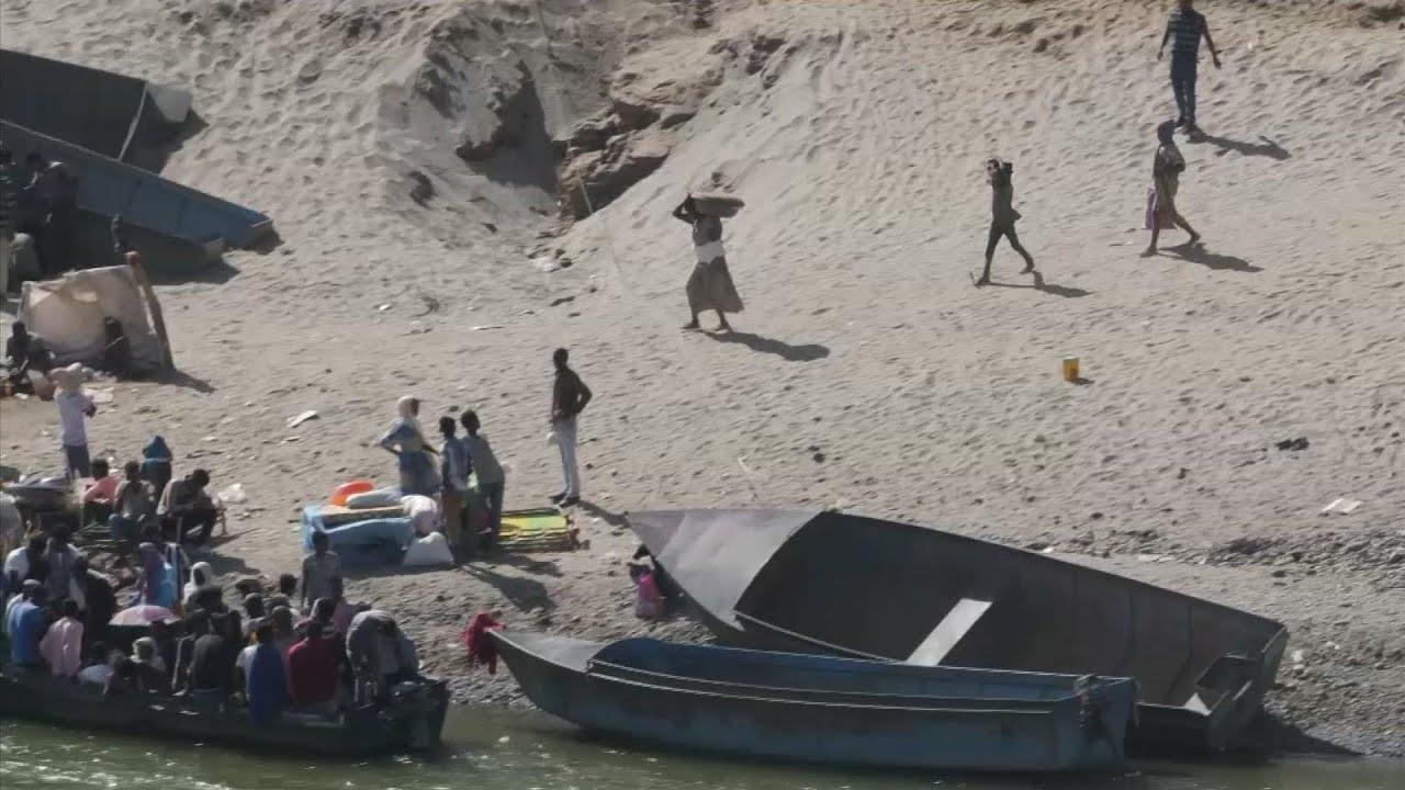 Ethiopian refugees cross Tekeze River to Sudan