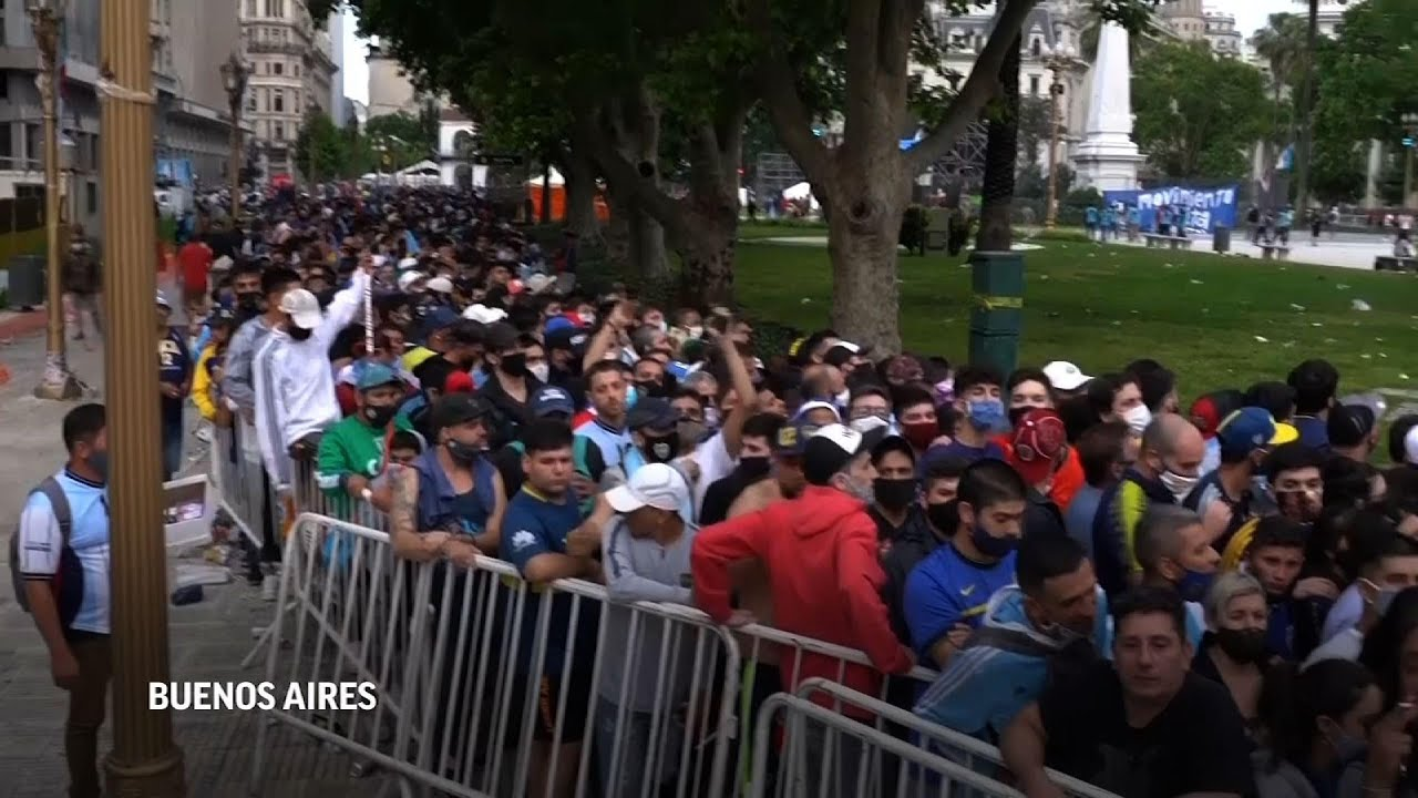 Argentina: Largas colas e incidentes en despedida Maradona