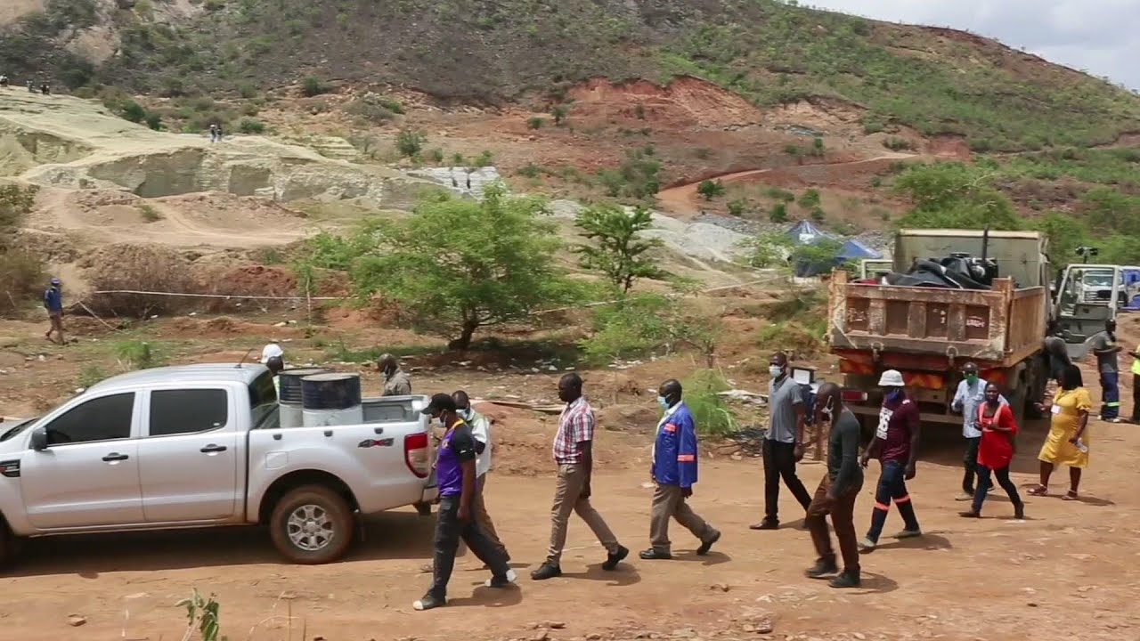 Rescue slows a week after Zimbabwe mine collapse