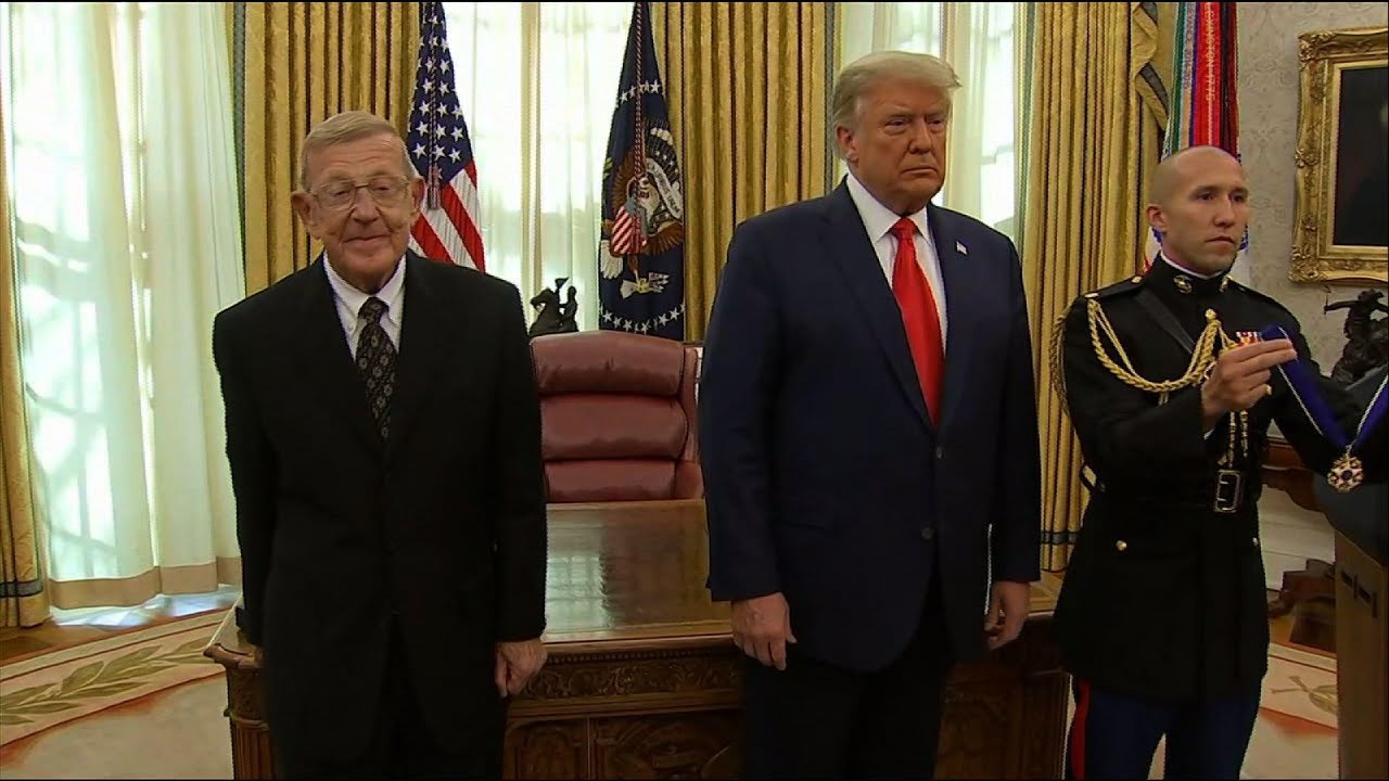 Trump honors coach Holtz as 'one of the greatest'