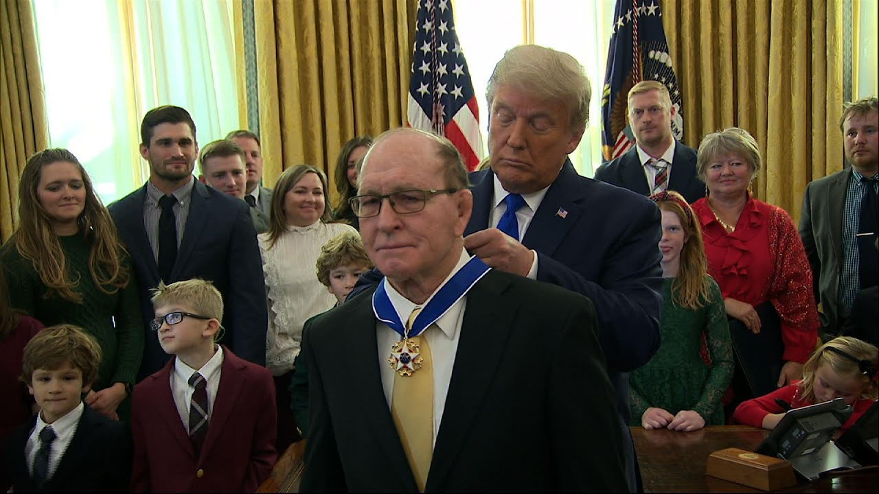 Trump honors legendary Iowa wrestler Dan Gable