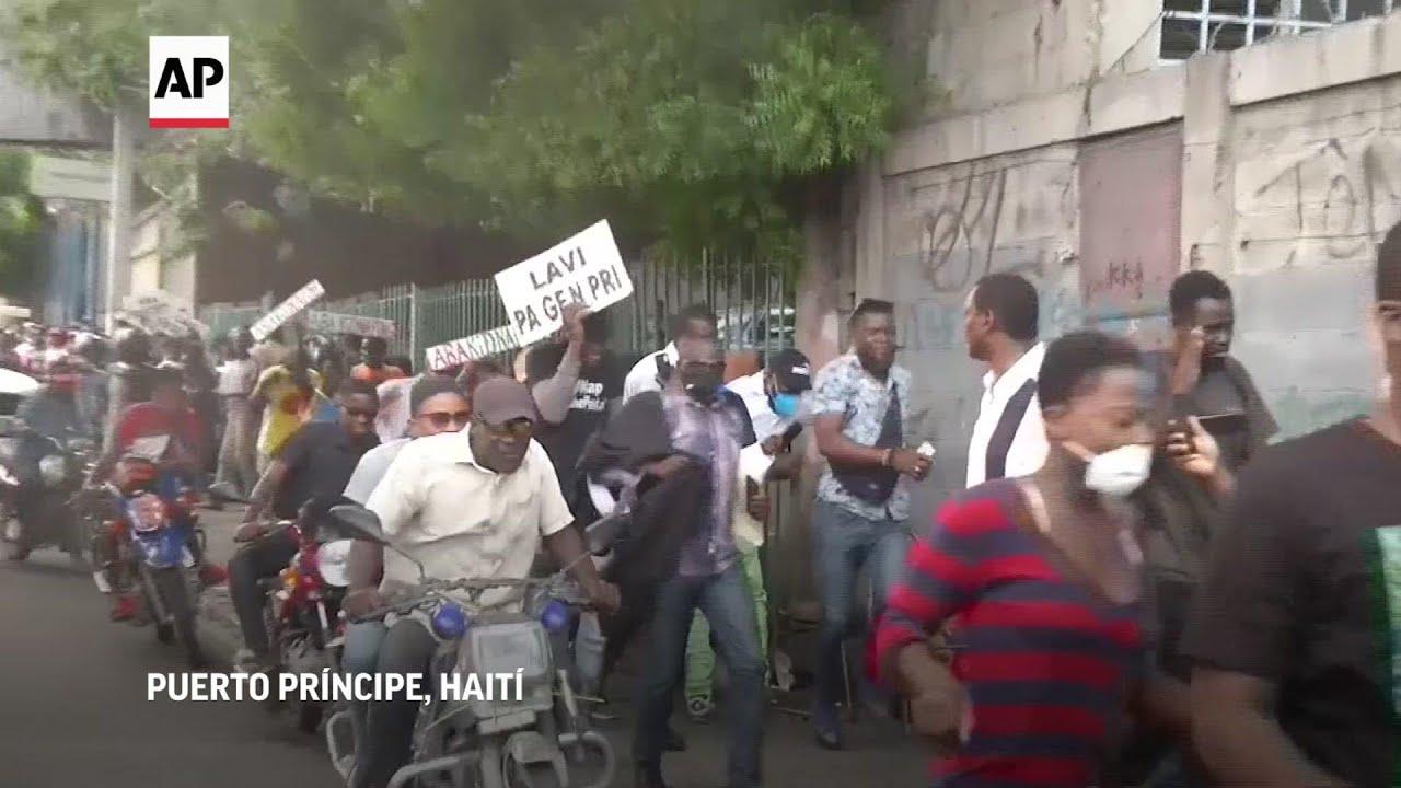 Cientos protestas en las calles de Puerto Príncipe