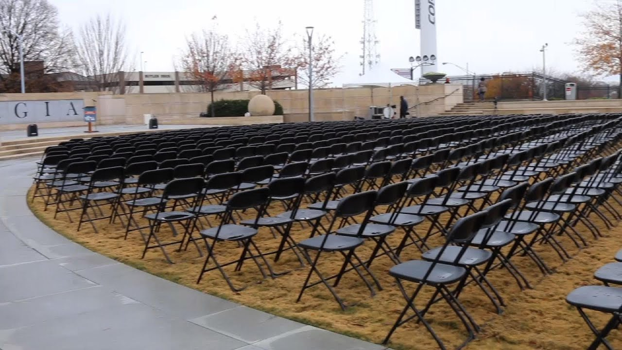 1,000 empty chairs honor Georgia's virus victims