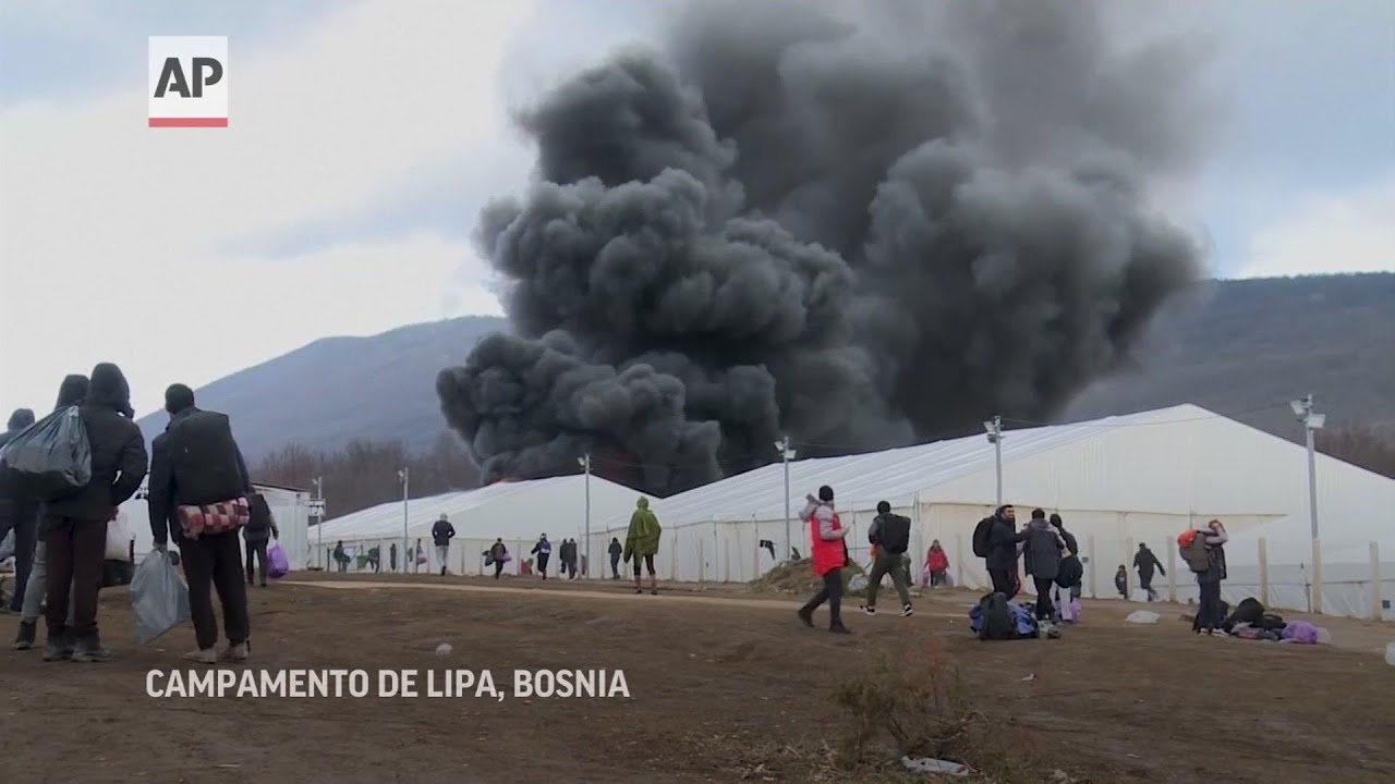 Incendio en campo de migrantes en Bosnia