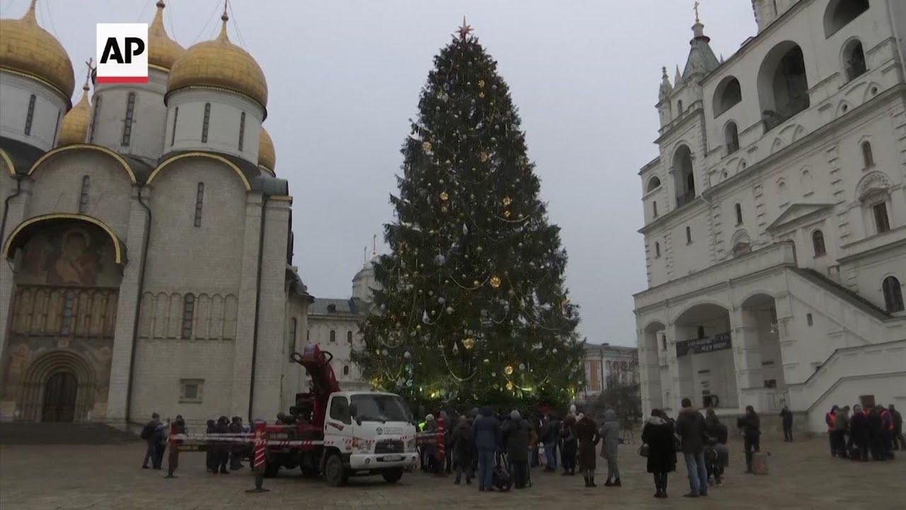 Arbol centenario de Navidad marca las fiestas navideñas en Rusia