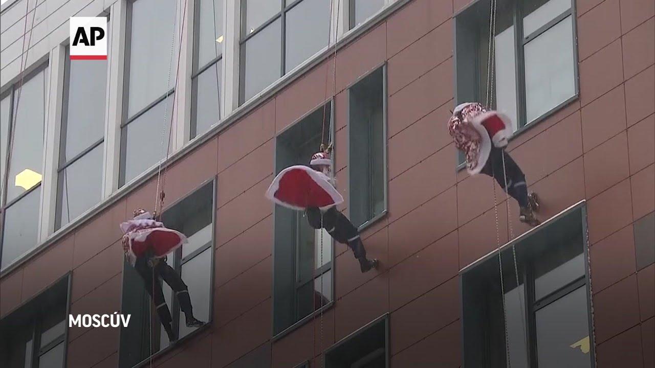 Papá Noel ruso sorprende a niños en el hospital