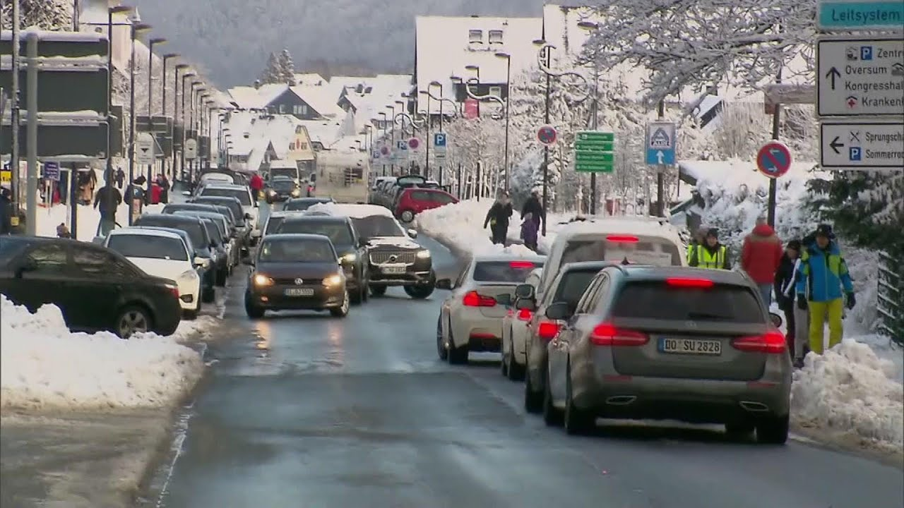 Overcrowding at German ski resort amid virus