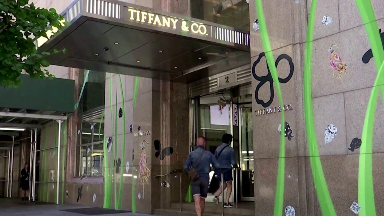 Tiffany shareholders back LVMH takeover