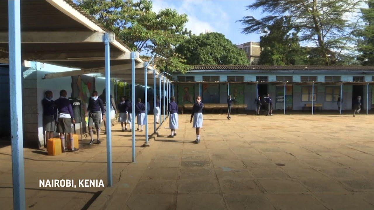 Estudiantes vuelven a las aulas en Kenia
