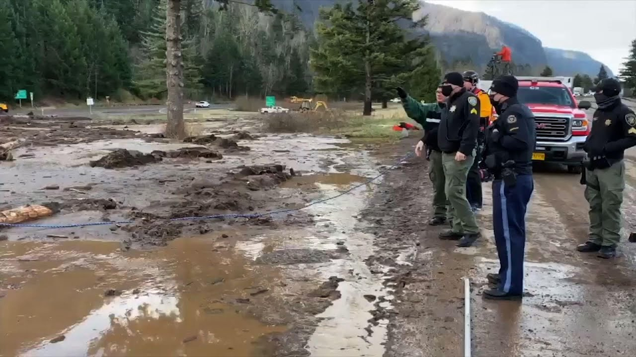 Ore. searchers slog through mud for missing woman