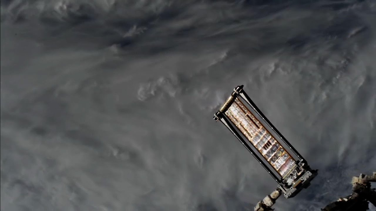 Boeing to provide 6 more solar arrays for ISS