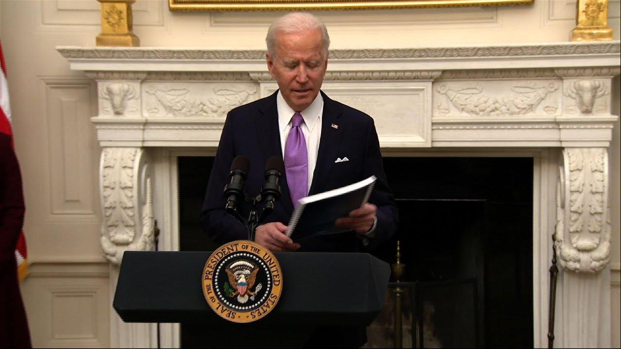 Biden signs orders retooling US COVID-19 response