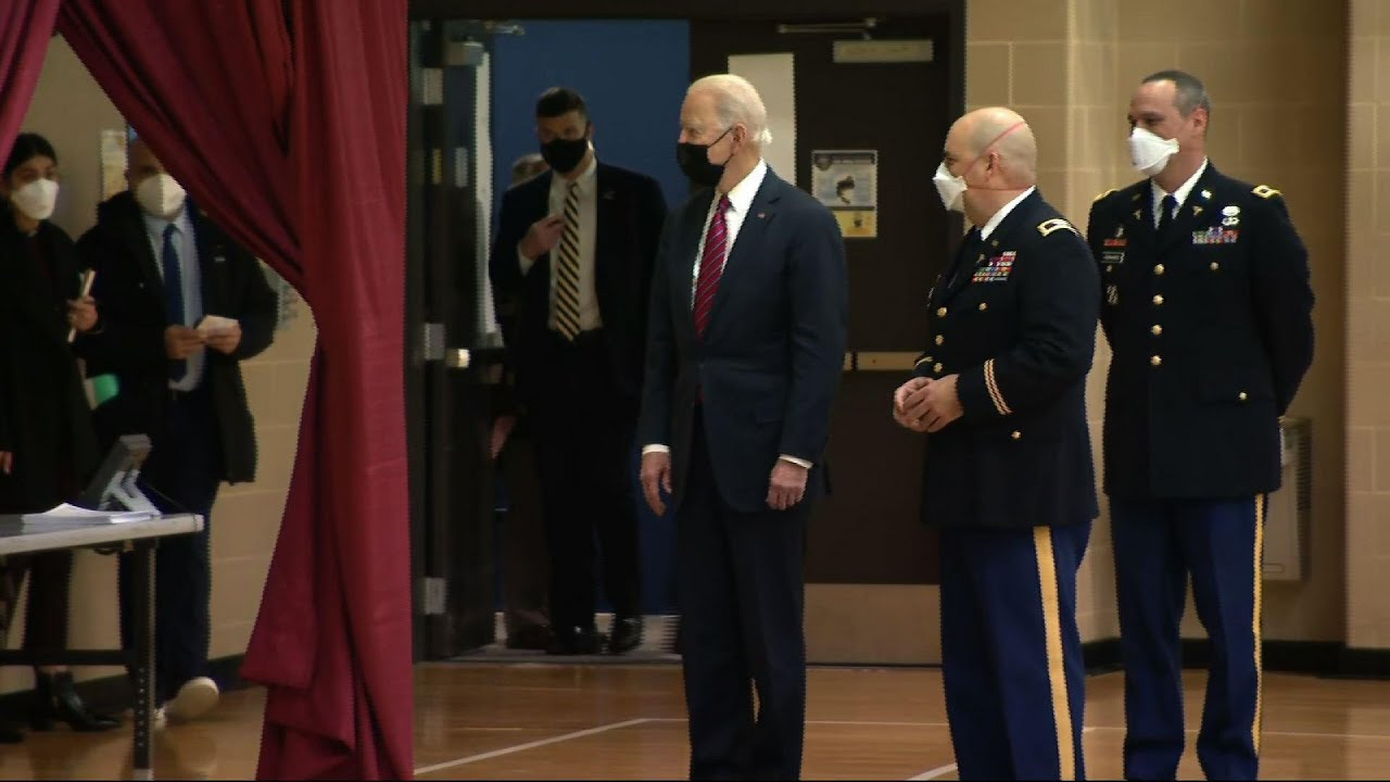 Biden tours vaccination site at Walter Reed