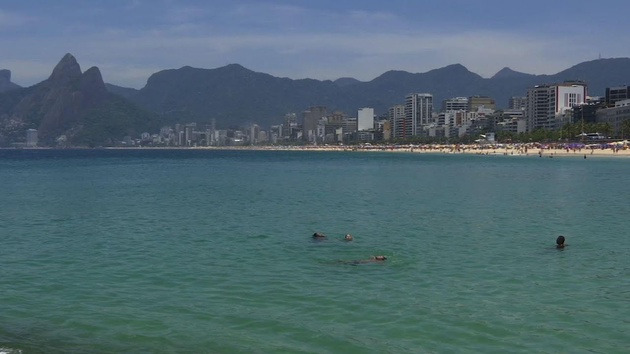 Rio beaches packed despite COVID-19 restrictions