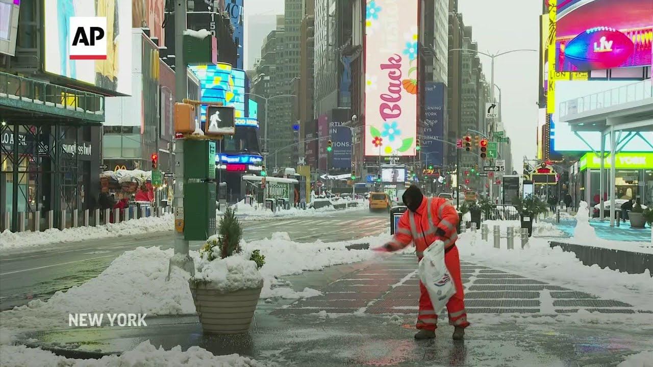 New York digs out of 16 inches of snow