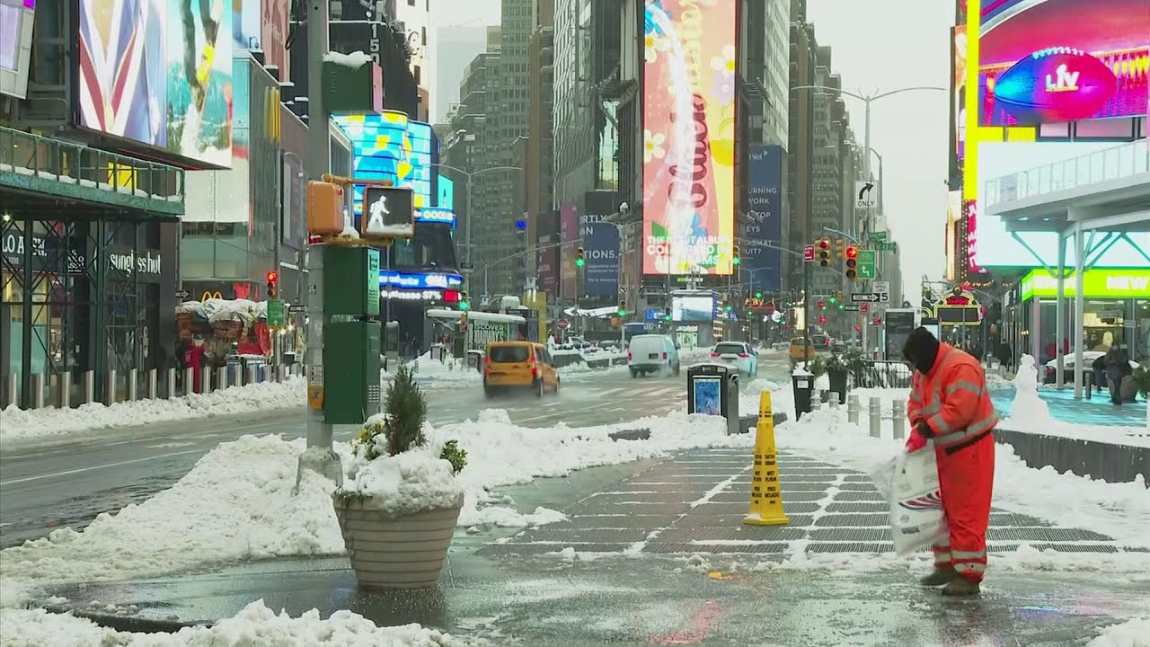 New York digs out from 16 inches of snow