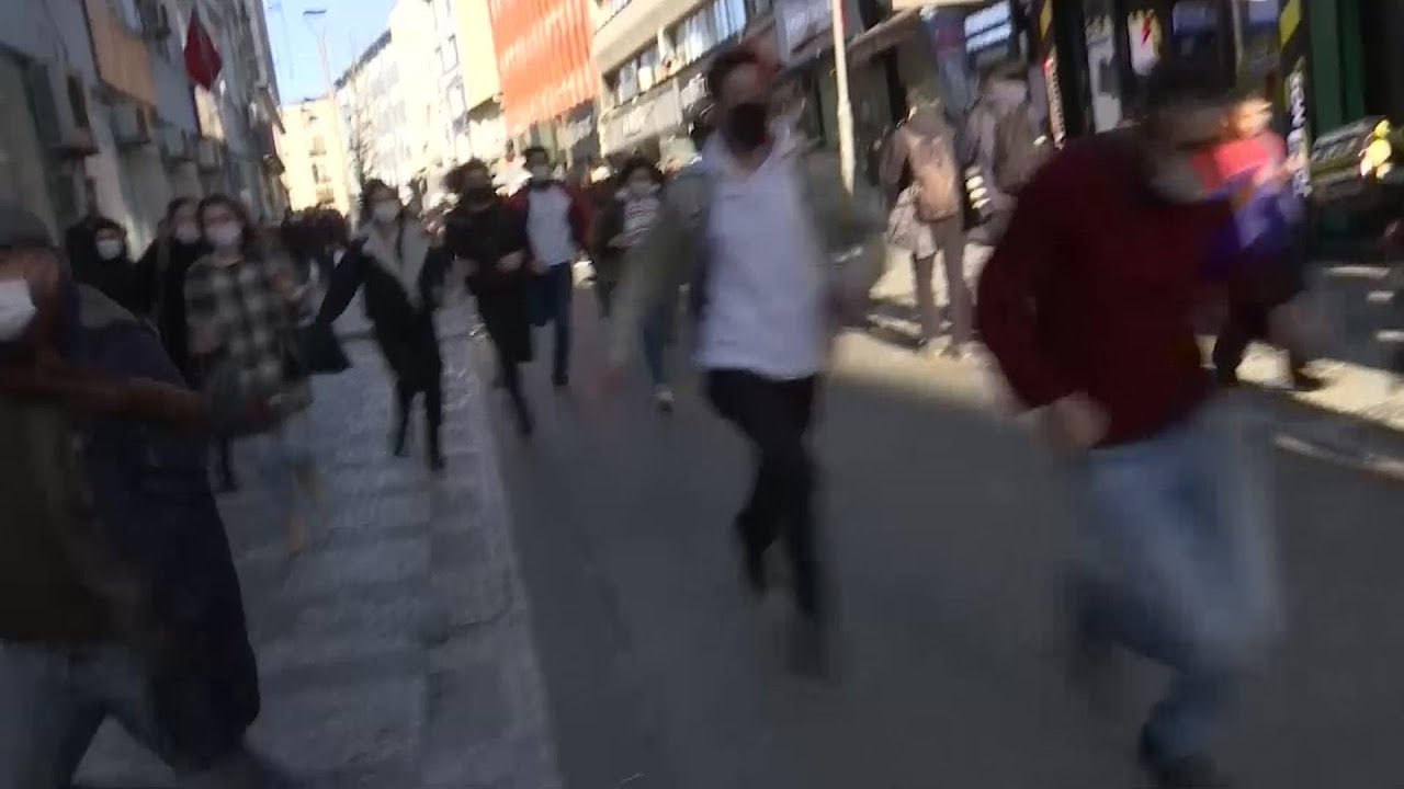 Police crack down against protesters in Istanbul