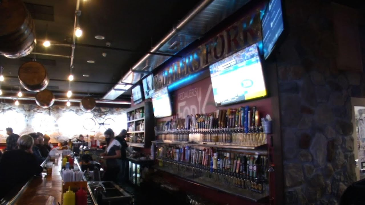 Some Iowa bars won't fully ease virus restrictions