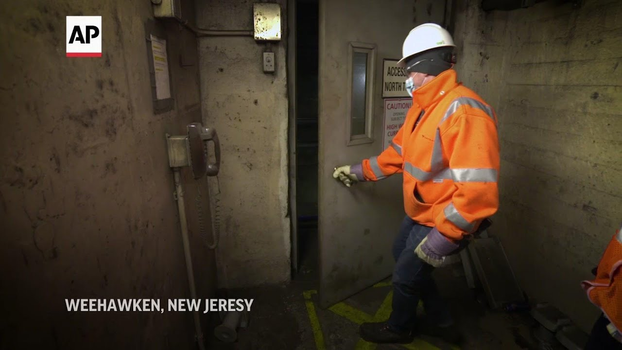 Workers race against time in aging NY rail tunnel