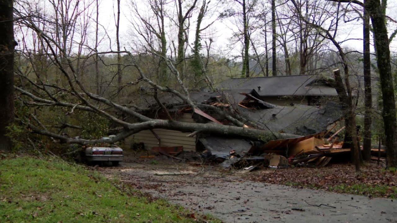 Tornadoes pummel Alabama, killing at least 3