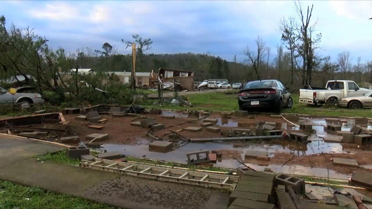 Tornado kills 3 from family in Alabama