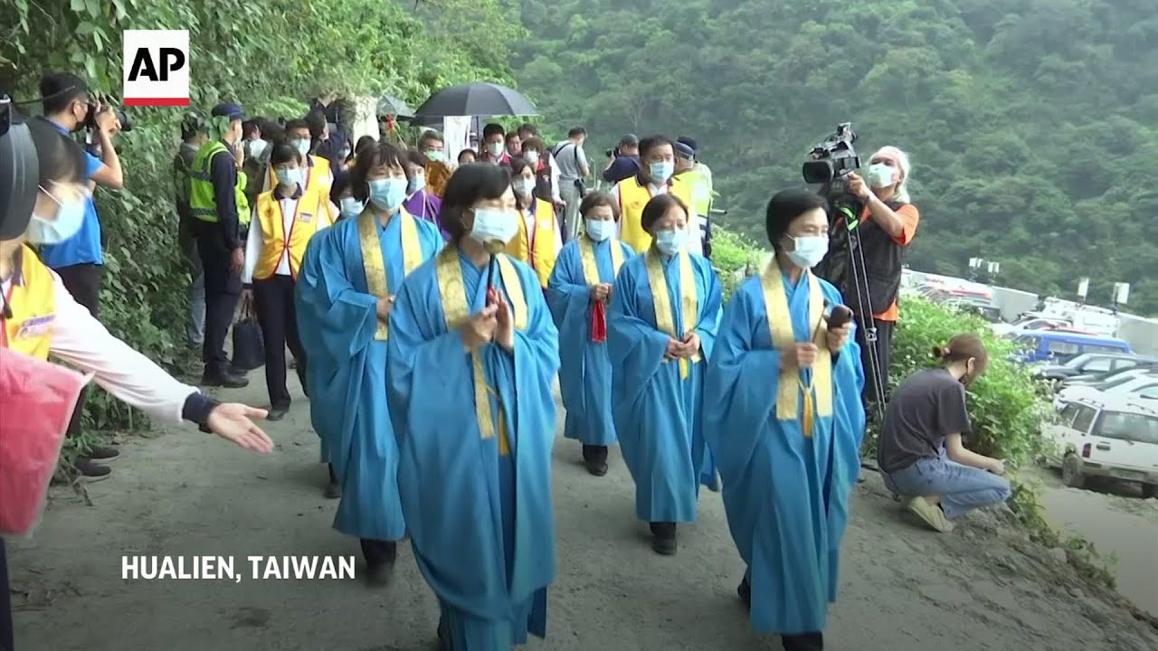 Victims' relatives visit scene of crash in Taiwan