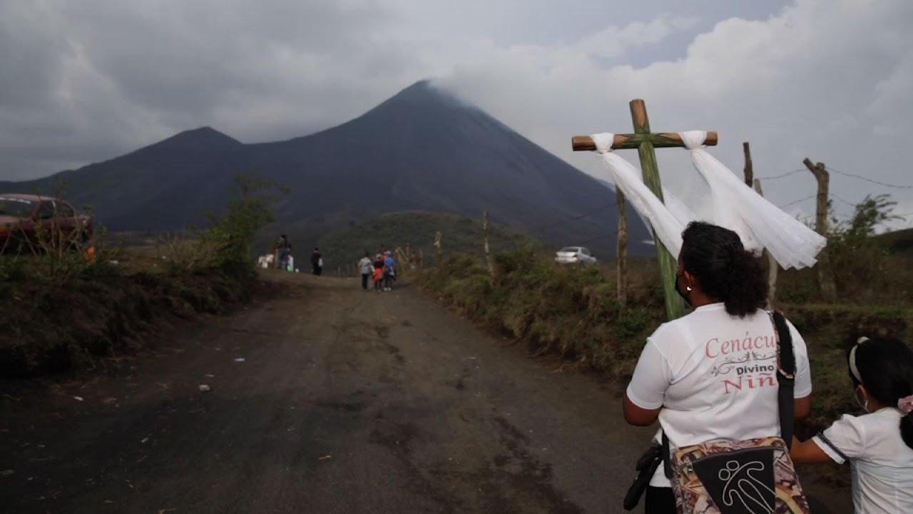 Guatemalan communities pray to halt lava flow