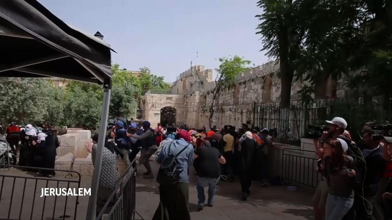 Israeli police, Palestinians clash at holy site